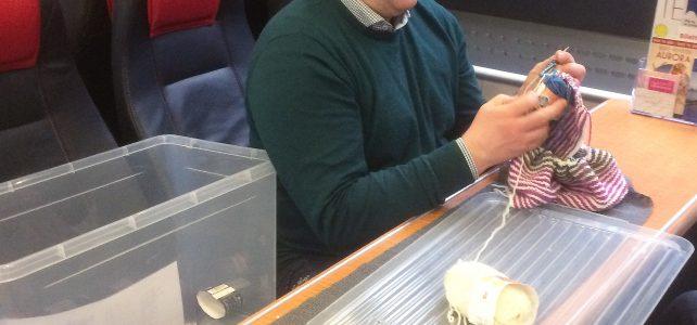 Ordfører Carl Einar Isachsen strikker